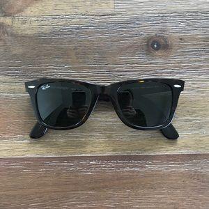 Authentic Ray Ban Wayfarer Sunglasses in Tortoise